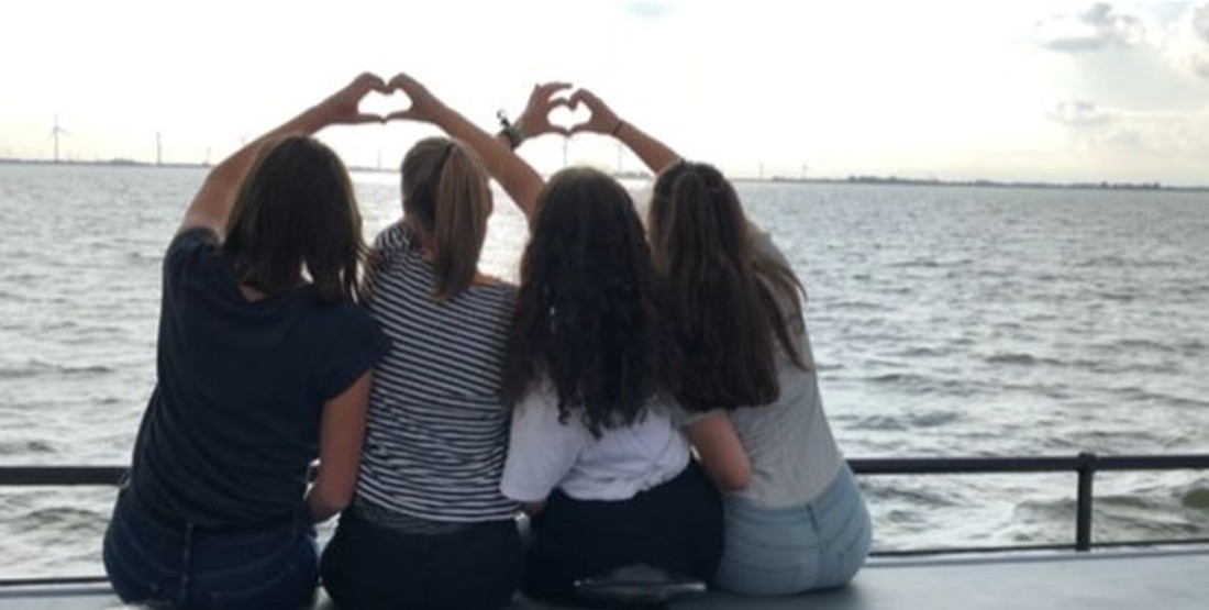 Aktivitäten auf Klassenfahrt an Bord eines Segelschiffes  - Video Inspiration