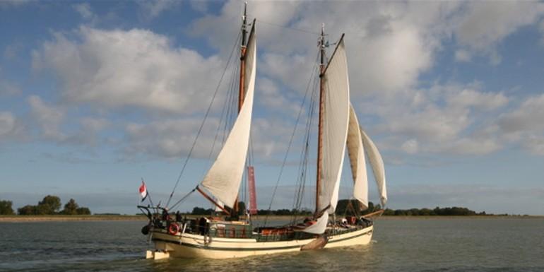 Klassenlager auf traditionellen Segelschiffen