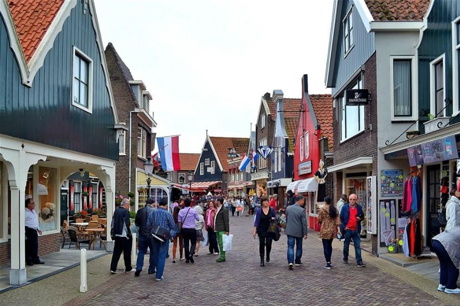 Detailafbeelding van Zeilcruise naar Volendam: Voor liefhebbers van zeilen, paling en pittoreske dorpjes