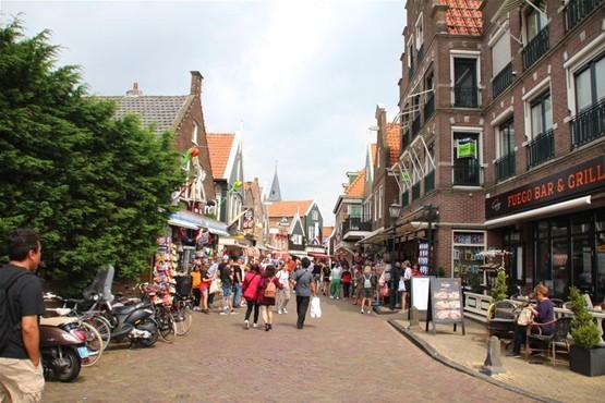 City walking tour in Volendam